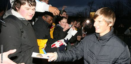 Arshavin greets his new fans and fellow Gooners