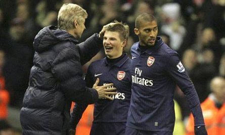 Arshavin is congratulated by Arsene Wenger